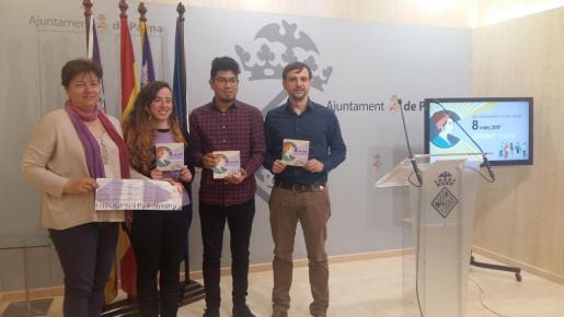 En la imagen el regidor d'Igualtat, Joventut i Drets Cívics, Aligi Molina, presentando el programa de actividades para el Dia de les Dones, 8 de marzo.