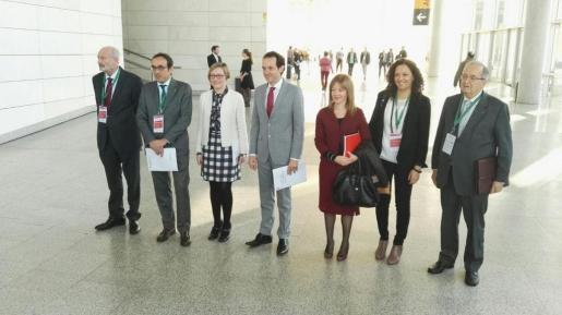 Cladera y Pons, junto a representantes de las comunidades catalana y valenciana.