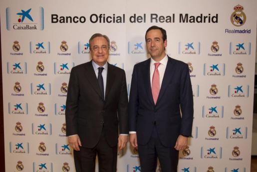 Gonzalo Gortázar, consejero delegado de CaixaBank, y Florentino Pérez, presidente del Real Madrid, han rubricado este jueves en el estadio Santiago Bernabéu el acuerdo de patrocinio.