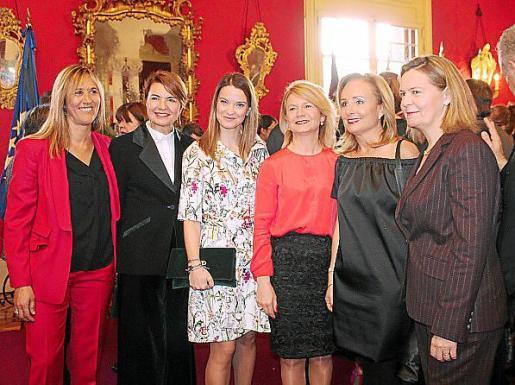 Teresa Palmer, Margalida Duran, Margalida Prohens, Núria Riera, Mabel Cabrer y María Salom.