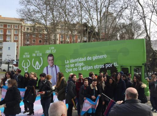 Imagen del autobús, con el lema respetuoso con las diversas identidades de género.