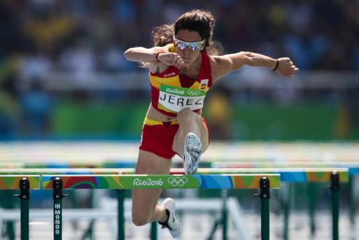 Imagen de archivo de la atleta mallorquina, compitiendo en la primera fase de los 100 m. con vallas femenino, durante los Juegos Olímpicos Río 2016.