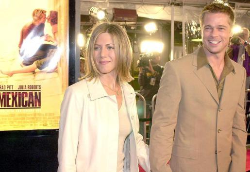 En la imagen, los actores Jennifer Aniston y Brad Pitt cuando eran pareja.