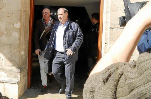 Los fiscales Juan Carrau y Miguel Ángel Subirán acudieron a la declaración de los tres detenidos, que rechazaron contestar a ninguna de sus preguntas.