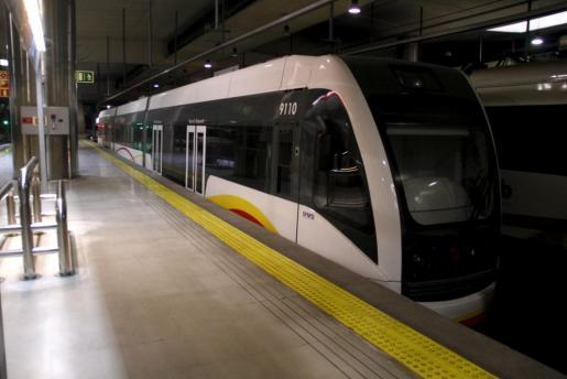 Un tren en la estación intermodal de Palma.