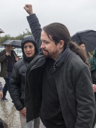El secretario general de Podemos, Pablo Iglesias, tras visitar el Centro Penitenciario de Jaén, donde se ha encontrado con el exconcejal y miembro del Sindicato Andaluz de Trabajadores (SAT) Andrés Bódalo, que cumple una condena de tres años y medio desde el pasado 30 de marzo por agredir a un edil socialista de Jódar (Jaén) en 2012.