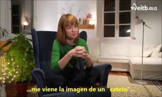 La emisión polémica comienza con una pregunta: «¿Cómo son los españoles? y a continuación se afirma que a los «euskaldunes» les viene a la cabeza «cuatro prototipos: facha, paleto, 'choni' y progre».