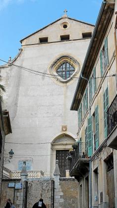 La iglesia de Monti-sion es del Ajuntament aunque el Obispado la inmatriculó a favor de la Iglesia.