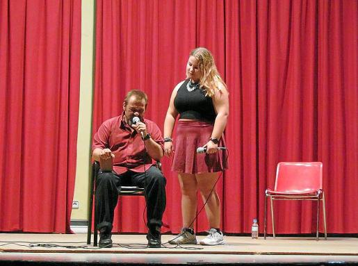Tomeu y Alba Ripoll, en Ávila, ofreciendo una de sus primeras actuaciones.