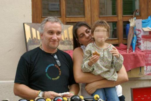 Nadia y sus padres en una imagen de archivo.
