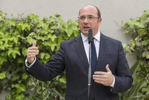 El presidente de la Región de Murcia, Pedro Antonio Sánchez, durante la rueda de prensa que ha ofrecido este lunes en un hotel próximo a la sede judicial tras declarar como investigado por el caso Auditorio en el Tribunal Superior de Justicia de Murcia.