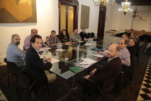 En la imagen, reunión de los taxistas con el conseller de Territori, Energia i Mobilitat del Govern de les Illes Balears.