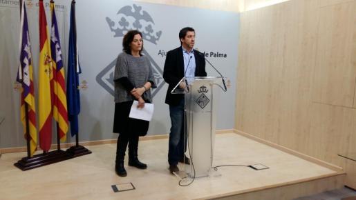 El regidor de Infraestructures i Accessibilitat, Rodrigo A. Romero, y la coordinadora general del área, Virginia Abraham.