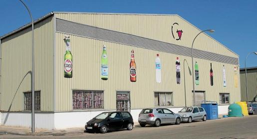 Fundada en 1991, Goethe siempre ha estado ubicada en sa Pobla, donde cuenta con más de 10.000 metros cuadrados de almacén. Distribuye la cerveza nacional Estrella de Galicia, además de otras marcas de importación, como Beck's y Veltins, entre otras.