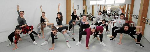 El equipo artístico de 'Encuentros', durante un ensayo en el Auditòrium.