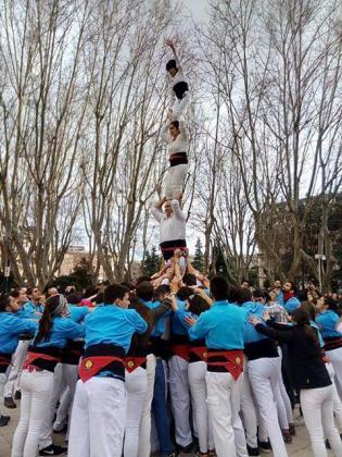 Pilar de 4 alzado por los 'castellers' de Madrid, con la colaboración en la 'pinya' de los universitarios gerundenses.
