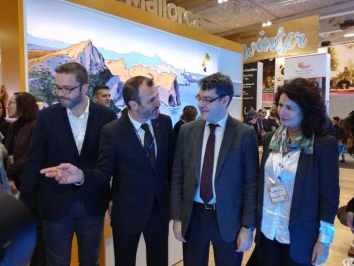 El vicepresidente junto al alcalde de Palma, el ministro de Turismo y la secretaria de estado de Turismo, en la feria berlinesa.