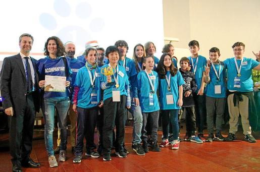 Los alumnos del IES Antoni Maura ganaron la primera edición del concurso First Lego League Baleares.