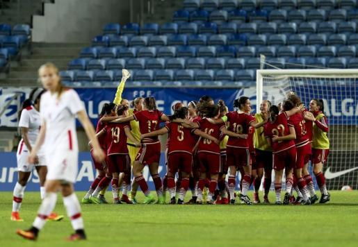Las españolas celebran la victoria ante Canadá durante la final de la Copa del Algarve.