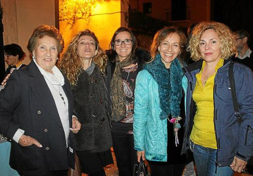 Margarita Fornaris, Conchita Lozano, África Juan, Pilar García y Raixa Quesada.
