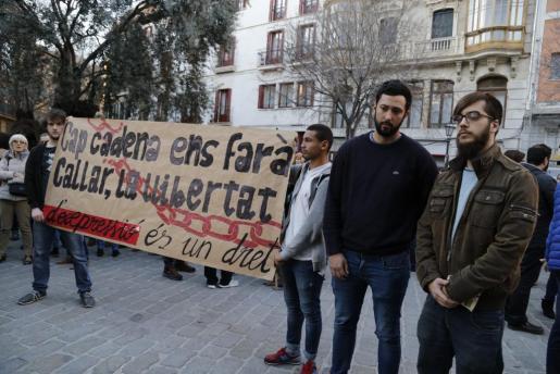 Concentración de apoyo al rapero mallorquín en Palma.