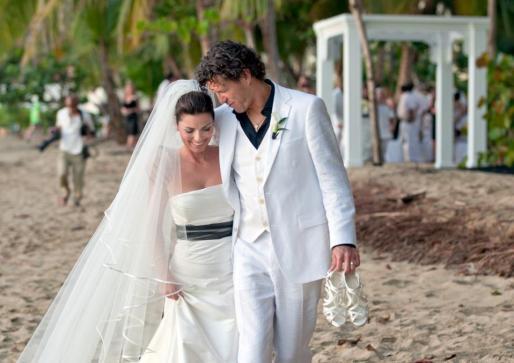 La cantante ha contraido matrimonio en una playa de Puerto Rico.