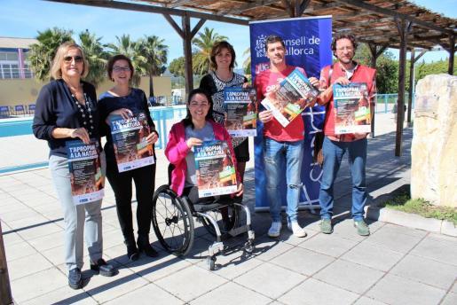 La directora insular d'Esports con representantes del IMAS, del Ajuntament de Calvià, de Creu Roja Balears y de la FESAIB durante la presentación del circuito inclusivo «Sumando Capacidades».