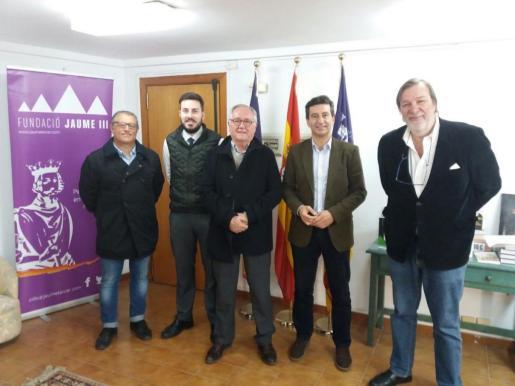 Biel Company junto al presidente de la Fundació Jaume III, Fernando Fortuny; los vicepresidentes Joan D. Pons Torres y Gari Durán, y el secretario de organización, Pep Planas.