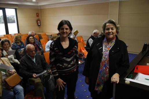 Elena Muñoz junto a la presidenta de ALCER Balears, Manuela de la Vega.