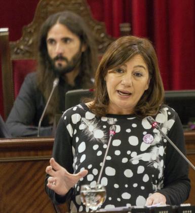 La presidenta de las Islas Baleares, Francina Armengol, durante una intervención en el pleno del Parlament.