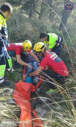Los Bombers de Mallorca han rescatado este jueves a una mujer que se ha roto una pierna cerca del refugio de Muleta, en Sóller.