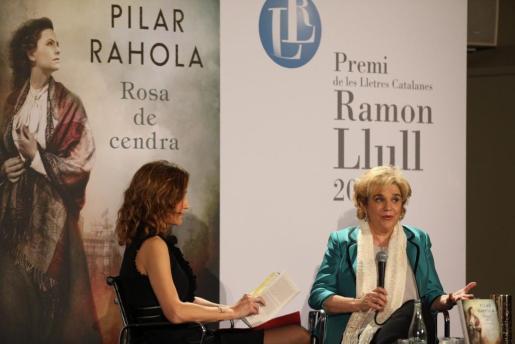 La periodista Pilar Rahola, ha recibido este jueves en Barcelona el Premio de las Letras Catalanas Ramon Llull por su obra «Rosa de Cendra».