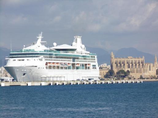 El puerto de Palma recibió más de 1,7 millones de cruceristas en el ejercicio pasado.