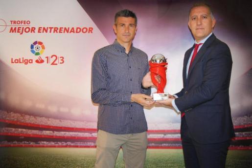 Pep Lluis Martí, técnico del Tenerife, elegido Mejor Entrenador de La Liga 1/2/3 en febrero.