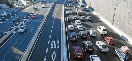 La conversión de medianas en carriles para vehículos de alta ocupacion es, según el Colegio de Ingenieros de Caminos, inviable e innecesaria.