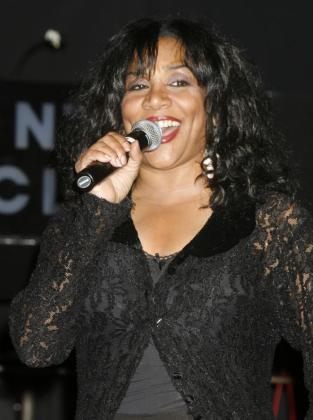 Joni Sledge, del grupo Sister Sledge, durante una actuación.