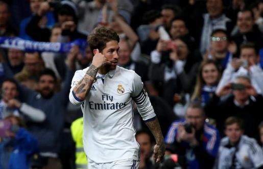 El español Sergio Ramos celebra el gol ante el Real Betis.