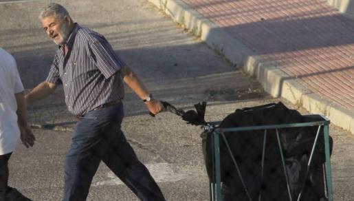 l narcotraficante, de 71 años, abandonó la prisión a las 08,55 horas para dirigirse al Centro de Inserción Social (CIS) de Alcalá de Henares (Madrid), donde vivirá en un régimen semiabierto.