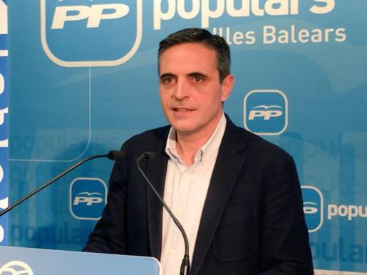 El diputado en el Congreso por Baleares José Vicente Marí Bosó, como coordinador de ponencia, ha presentado este lunes el texto sobre Economía, Turismo y Administraciones para el Congreso del PP regional.