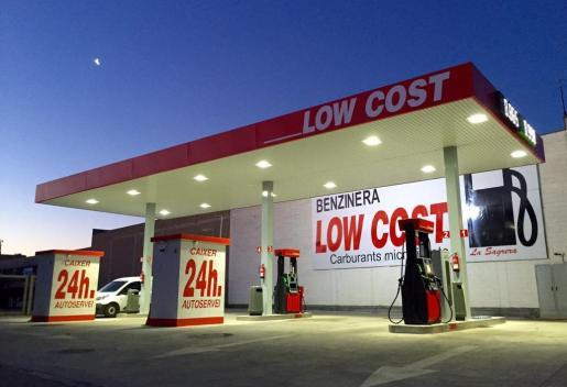 En la imagen, una gasolinera de autoservicio.