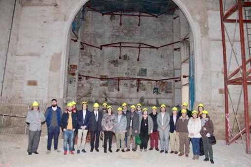 Momento de la visita de las autoridades al Teatre Principal de Inca.