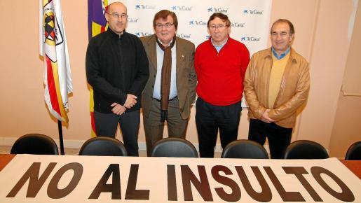 Mulet Pacis, Miquel Bestard, Riera Morro y Jaume Sastre, en la presentación de una anterior iniciativa para evitar la violencia verbal en los campos.