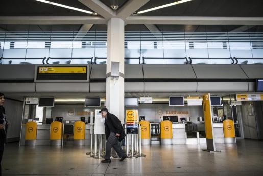 El paro en los servicios de tierra repercute en la actividad de los aeropuertos de la capital alemana.