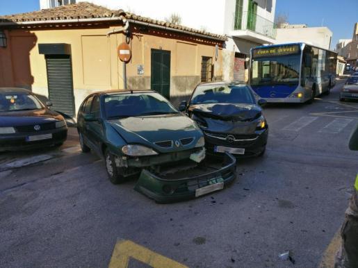 Estado en el que han quedado los vehículos tras la colisión.