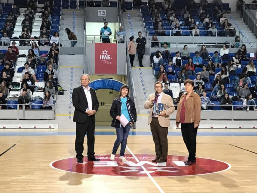 En la imagen, la teniente de alcalde de Educació i Esports, Susanna Moll, el rector de la UIB, Llorenç Huguet y el conseller d'Educació i Universitat, Martí March.