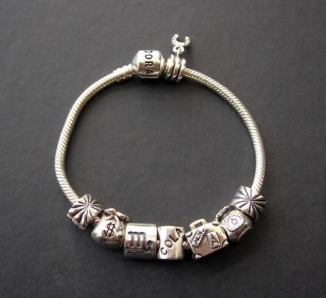 Al disponer de una amplia gama de abalorios para elegir, cada una puede diseñar su pulsera Pandora original y exclusiva.