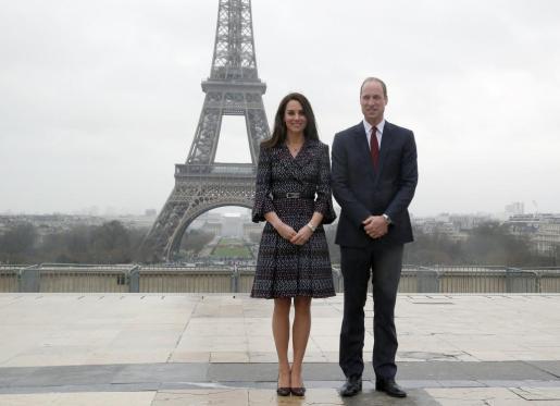 El príncipe Guillermo, junto a su esposa Kate Middleton, en París.