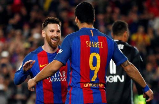 Messi y Suárez celebran un gol.