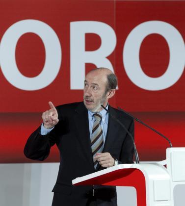 Rubalcaba, durante su intervención ayer en Gijón en la que aseguró que el Gobierno negociará «mañana, pasado y al otro» si es necesario.
