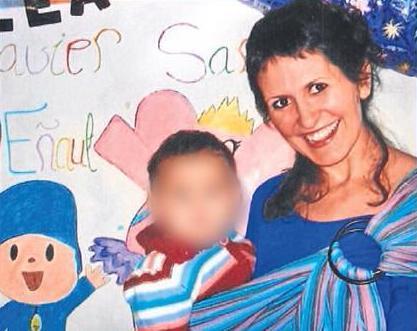 Imagen de Majarenas junto a su pequeña.